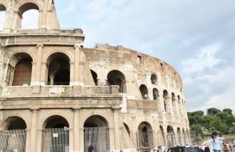 Coliseo Romano, parte lateral que muestra varias capas