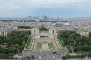 Vista aérea de Les Invalides y La Defense desde la torre Eiffel de París